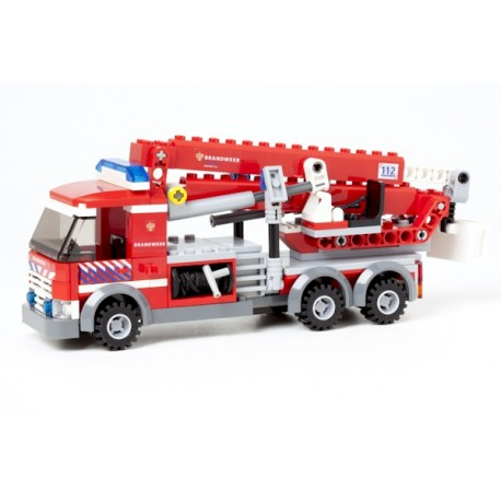 Fire engine truck with turntable ladder